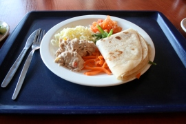 Sunday: tuna wraps with tomato and mozzarella cheese. This one is quite delicious if you like tuna