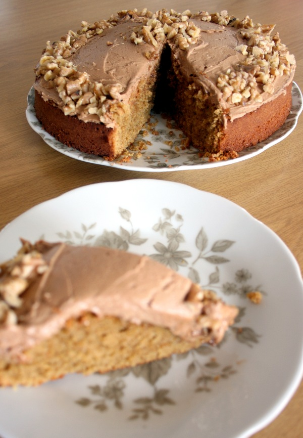The walnuts looked pretty good on this single layer espresso cake, but I do prefer the pecan nuts, as I used earlier in this post