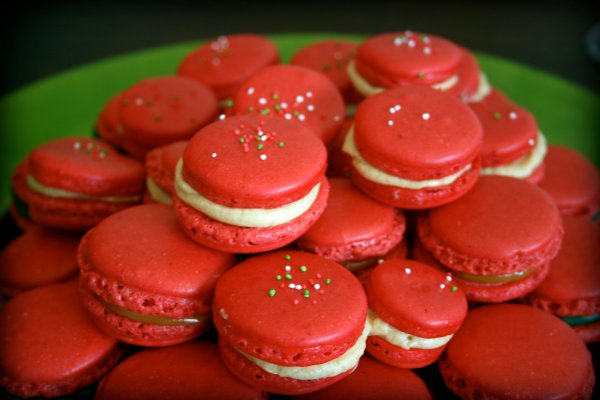 Red Christmas macarons